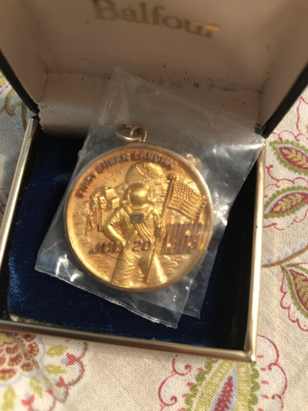 Rare Balfour Gold Medal Apollo 11 10k Solid Gold