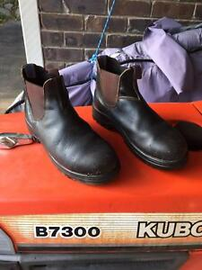 Blundstone's Full Leather Boots, Elastic sided, Steel cap size 10
