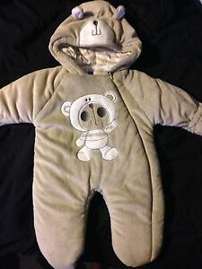 Vary worm baby's snow suit