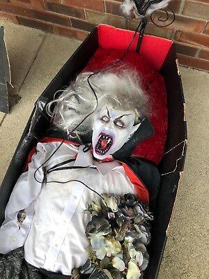 Halloween Figures Lifesize (Life Size 6 Foot Halloween Greeter Vampire-Dracula Figure party)