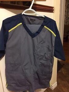 2 uniformes d'infirmiers