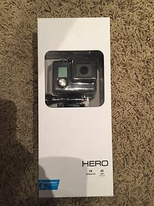 GO PRO HERO NEVER USED !!