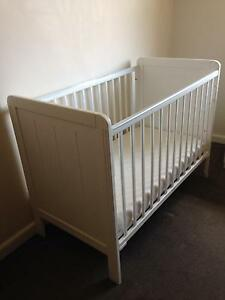 Simple white small cot - needs fixing Maroubra Eastern Suburbs Preview