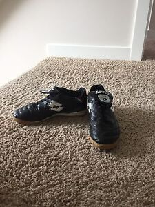 Indoor soccer shoes -men's size 7 (or women's size 9)