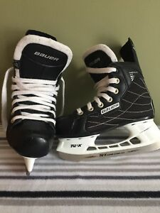 Awesome shape Bauer youth skates 13Y