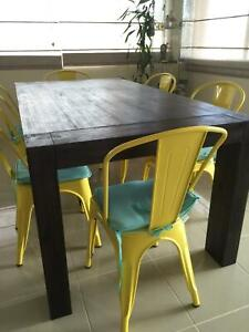Solid Acacia Wood Construction Dinning Table
