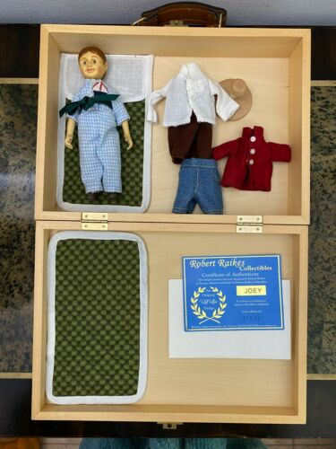 """Rare Authentic ROBERT RAIKES 6"""" Wooden Doll Joey w Signed Case Hitty Friend"""