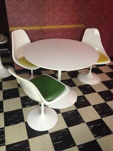 Retro Table chairs