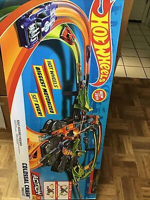 HOT WHEELS COLOSSAL CRASH TRACK SET MOTORIZED 5 FT 2 CARS NEW IN BOX