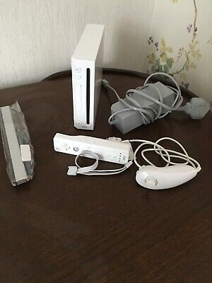 NINTENDO WII WHITE CONSOLE + OFFICIAL CONTROLLER Fully working
