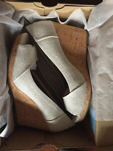 TOMS size 9.5 *still in box*