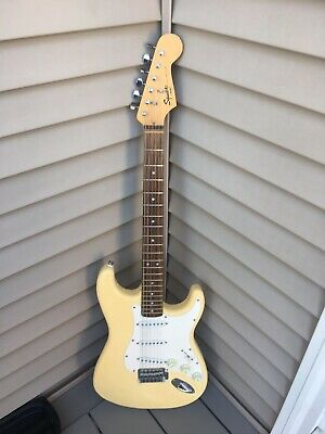 2013 Squier Bullet Stratocaster 6-String Right Electric Guitar Arctic White NR