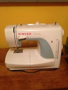 Sewing machine Cambridge Kitchener Area image 1