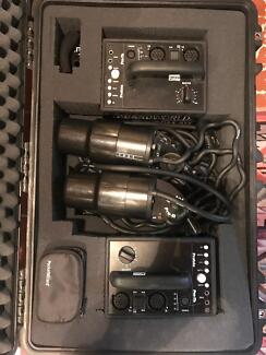 Profoto pro 7b heads and 2  battery packs great condition
