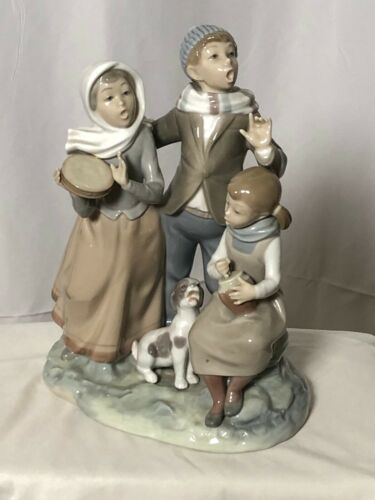 Lladro Christmas Carols #1239 Matte Porcelain Figurine Dog Singing Retired