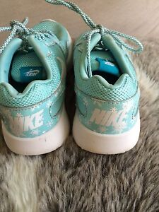 Girls kids Nike running shoes SZ 11.5