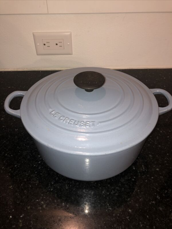 Le Creuset No. 24 Enameled LIGHT BLUE Cast Iron 4.5 QUART Round Dutch Oven