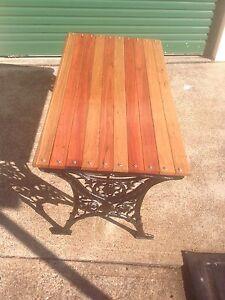 Cast  iron garden table Bolwarra Maitland Area Preview
