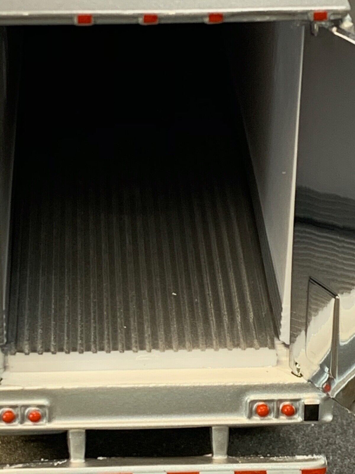 1/64 DCP WHITE 53' UTILITY 3000R W/ THERMO KING REEFER UNIT 2