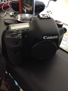 Canon 7D body with battery and 32GB CF card