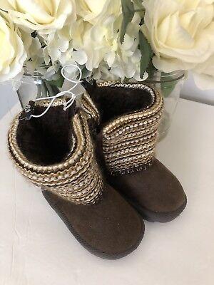 (Toddlers  boots /FootWear size 6 Brown Suede Like Inner Side Zipper..Too Cute)