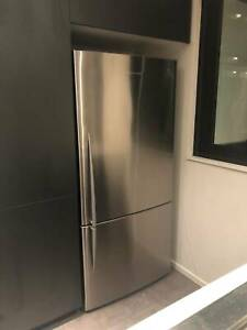 FISHER & PAYKEL FRIDGE/FREEZER 519L IN GOOD CONDITION