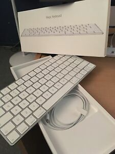 Magic keyboard 2 Apple lightning Bluetooth