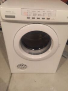 Good condition Dryer Taylors Lakes Brimbank Area Preview