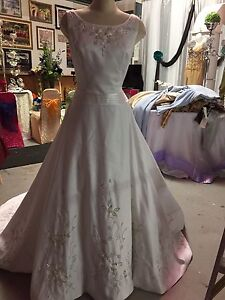 Beautiful wedding gown never worn - Size 12