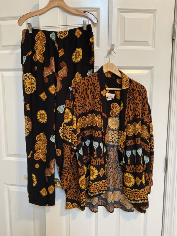Women's Plus Size 2X Animal Print Inspired  Rayon 2 Piece Pant  Suit Great Shape