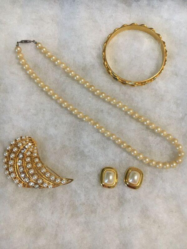 Beautiful Faux Pearl Necklace Set W/ Brooch, Bracelet & Like Earrings Used