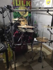 7 pce pearl drums loads of extras