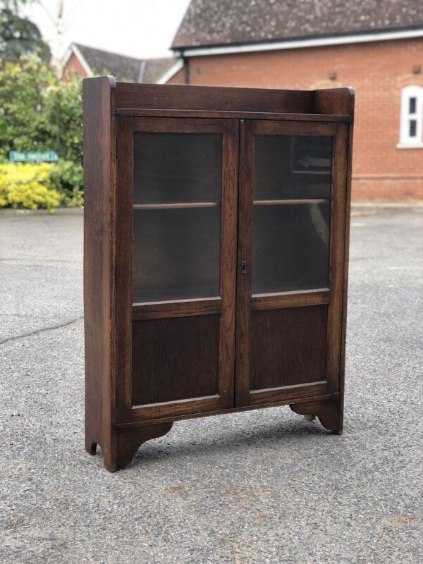 Small oak bookcase, circa 1930's