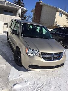 Low low low mileage  dodge caravan stow&go