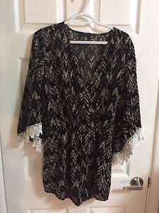 Romper with lace on sleeve enfs