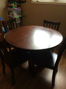 Pedestal Table with 4 Chairs