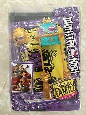 Monster High Monster Family of Cleo De Nile  Sandy Baby High Chair New!!](Monster High Baby)