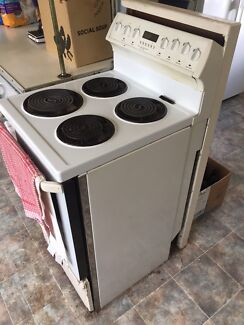 Electric oven and cooktop
