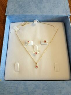 18 carat solid neckles,earring,and ring stamped 750 Queenstown Port Adelaide Area Preview