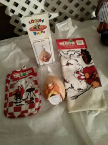 Vintage BBQ Yosemite Sam Looney Tunes Towel lotion dispenser and pot holder