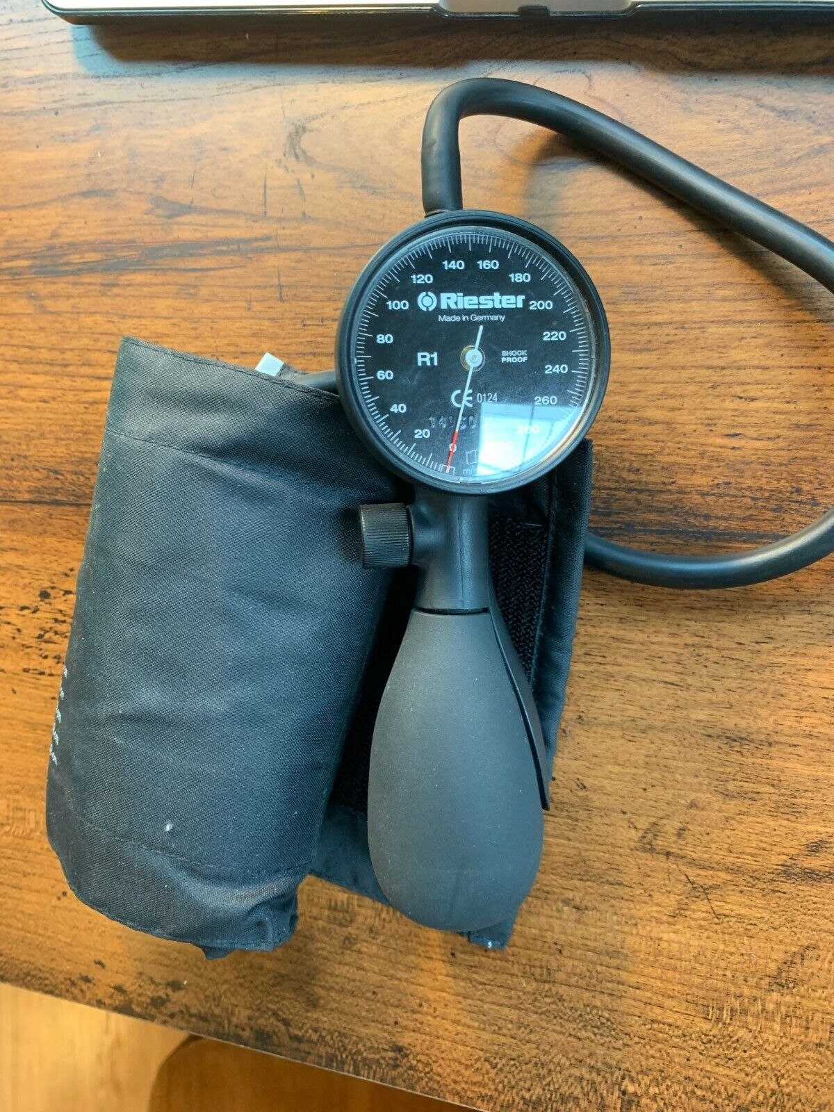 Riester R1 Shock-Proof Sphygmomanometer Blood Pressure Cuff