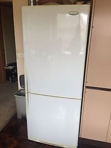 Westinghouse 420L fridge Meadow Heights Hume Area Preview
