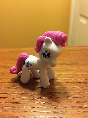 Blue And White My Little Pony (My Little Pony Mini PVC White & Pink w/ Pink Heart Eyes Blue Flowers (2006))