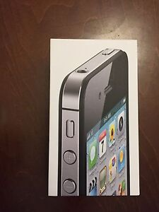 IPhone 4s like new + 2 expensive cases