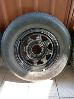 BRAND NEW 17x8 Sunraisers w/bridgestone tyres