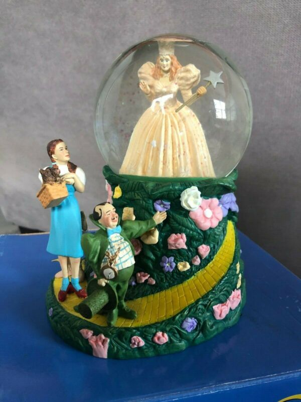 1998- Warner Brothers Wizard of Oz Snow Globe- ORIGINAL PACKAGING