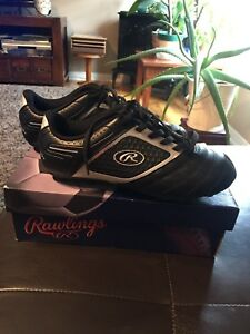 Boys Soccer Shoes **Never Worn** Size 5