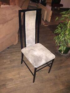 4 chaises à vendre, métal et suede.