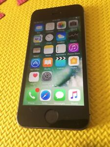 Iphone 5S Grey Space 16 gig rogers/chatr excellente condition