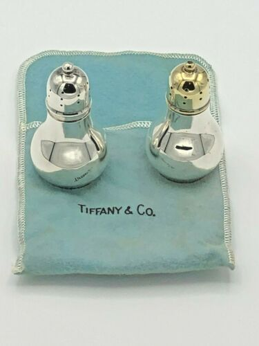 """Tiffany & Company Sterling Silver Salt and Pepper Shaker 2.75 x 1,5"""""""